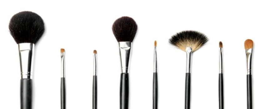My 3 Ingredient Make-Up Brush Cleaner Recipe